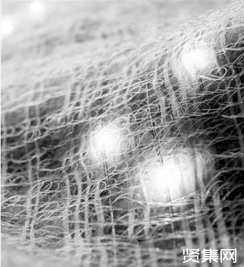 新方法:LED和传感器直接织入了纺织级聚合物纤维