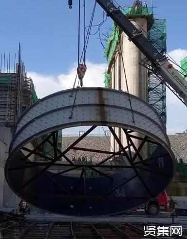 南欧江一级水电站2号机组尾水管吊装完成