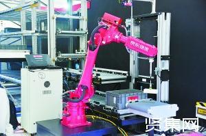 物流配送机器人展示看家技能 全无人场景尚远