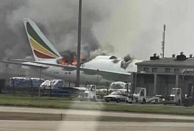 《【天富娱乐代理注册】上海浦东机场一架波音飞机起火 现场飞机已被烧穿》