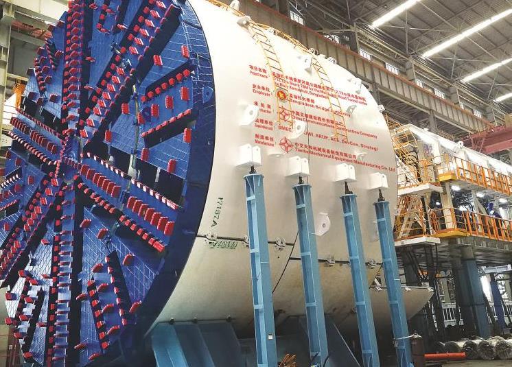 中国出口海外首台超大直径盾构机贯通首条隧道
