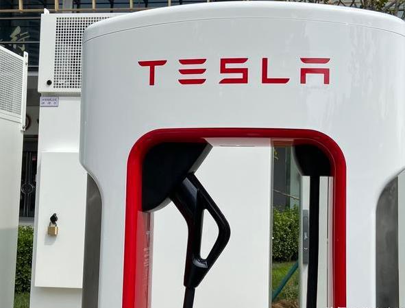 《【天富平台代理】北京首座特斯拉V3超级充电站落成 加强充电网络建设》