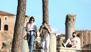 中国驻意大利使馆发布紧急提示:第二波疫情凶猛 近百名华人感染新冠