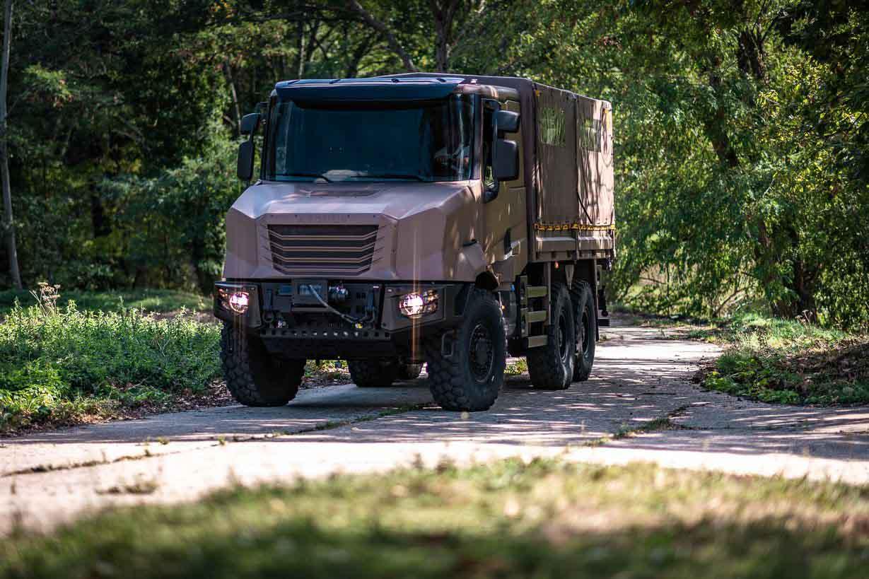 《【天富代理主管】法国的新型军用卡车Arquu可以仅由一名司机组成车队》