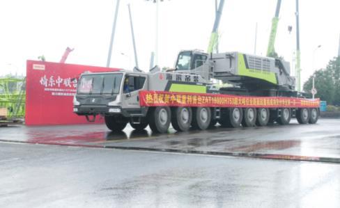 《【天富娱乐平台代理】大国重器!全球量产最大吨位全地面起重机成功交付》