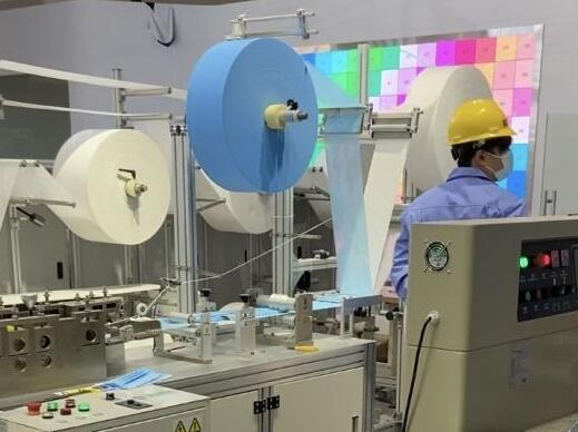 《【天富娱乐平台app】卓尔控股高速口罩机已出口国外 日产10万只口罩》