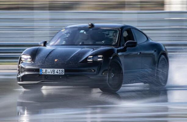 55分钟!保时捷创下电动汽车漂移最长世界纪录!