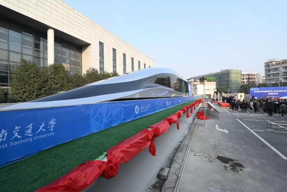 《【天富注册app】首台高温超导高速磁浮工程化样车下线 时速620千米》