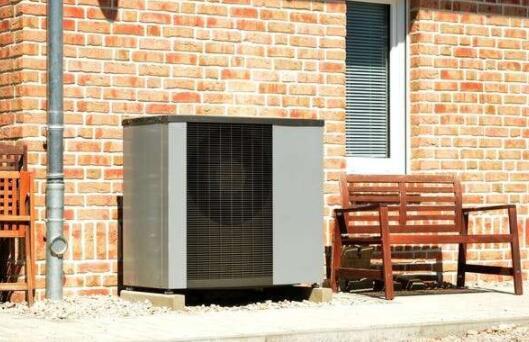 英国计划2028年前安装60万台热泵 解决老旧住宅高排放问题