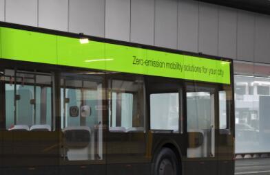 《【天富app登录】英国着手实验新的电动公共汽车,可实现零碳排放》