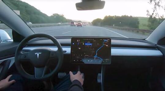 美国国家公路交通安全管理局对特斯拉撞车事故展开调查 疑与自动驾驶模式有关
