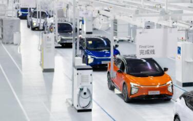 机器人会替代制造业中的人工操作吗?