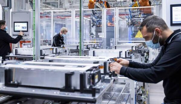 奔驰EQS动力电池正式投产 搭载12个电池模块