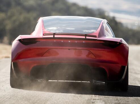 电动汽车PK燃油车:哪个更快?