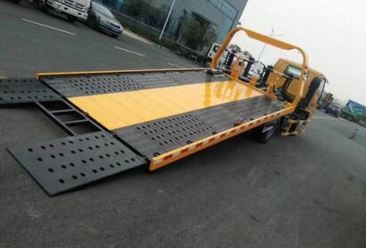 《【天富平台安卓版】建筑工地经常使用拖挂车和卡车的组合托运材料 如何正确使用拖挂车和卡车?》