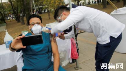 中国建免疫屏障或需10亿人打疫苗,接种率越高免疫屏障形成越牢固