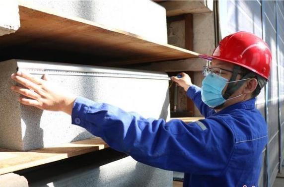 钢宣钢研发新品路缘石 填补张家口市场空白