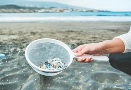 新研究揭示青藏高原雪冰微塑料特征及来源 提供了一个全球视角
