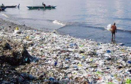 """微塑料污染已""""遍布全球"""" 生活中小心你悄悄吃掉的这些塑料"""