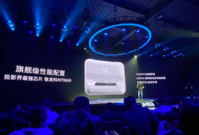 坚果投影发布新一代智能投影产品,27cm超近距离投影多传感器实现画面智能调节