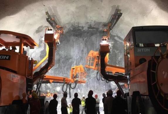 我国首条跨海高铁最长隧道顺利贯通 实现隧道掘进智能化