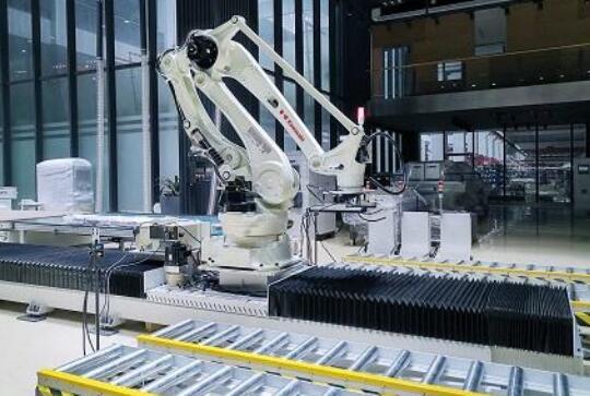 三菱电机推出LoadMate Plus™机器人单元,提供更高的可移动性和灵活性