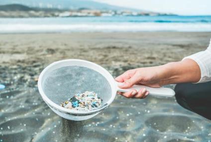 微生物学家使用微生物从环境中去除微塑料