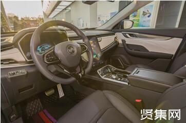 """新能源汽车掀起的""""出海潮"""",中国车企与海外品牌首次站到了同一起跑线,考验着新能源汽车的生命力"""