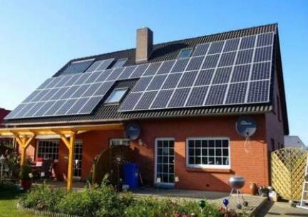 将屋顶光伏与地热泵相结合,可以降低家庭用水加热成本