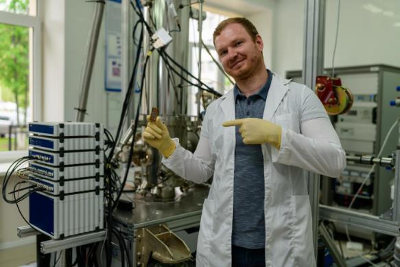 科学家开发并测试了一个新平台,用于实现超强光子到磁子耦合