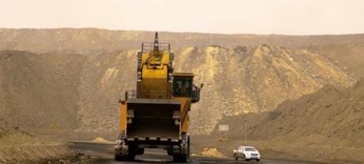 """""""神州第一挖"""":一斗鏟起60噸 最高可達7層樓"""