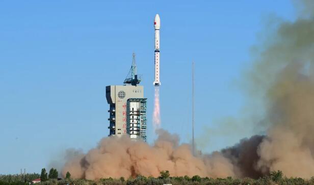 """填補空白!全球數值天氣預報觀測加開""""早班車"""" 全球首顆民用晨昏軌道氣象衛星成功發射"""