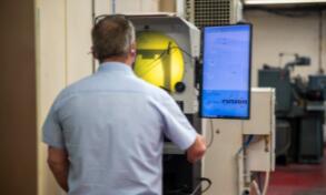 新型孔径测量仪可用于检查螺纹、凹槽、花键、球面和深孔测量头的质量和精度