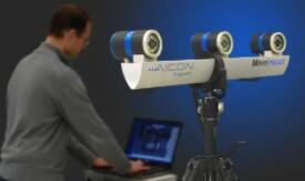 研究人员设计了一种校准方法,使传统显微镜能够以3D准确测量样品上光点的位置