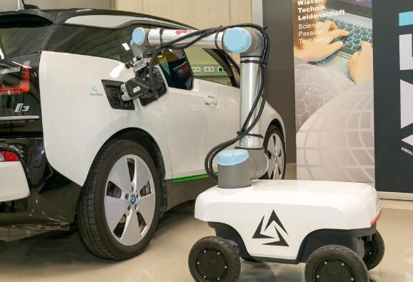 电动汽车大行其道,机器人可以在无人监督下自动识别为其充电