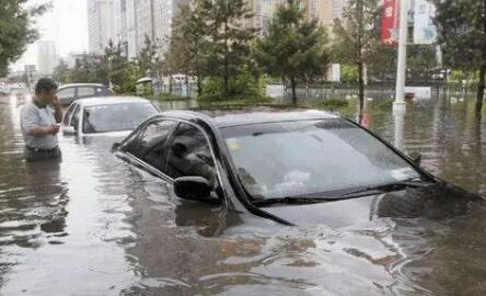 电动车遇水当船开?泡水电动汽车面临三难境地