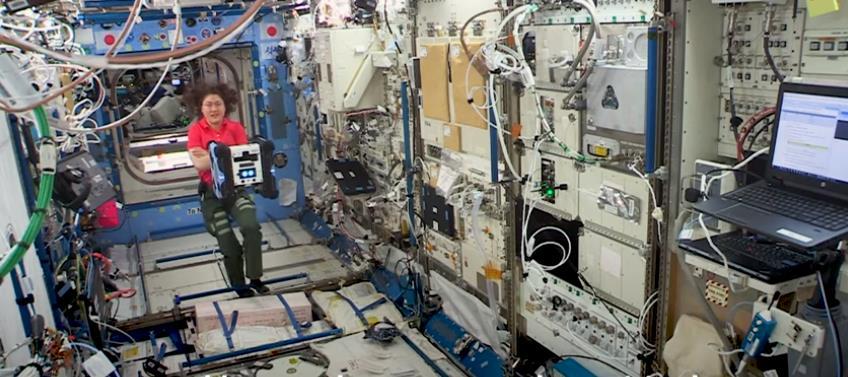 宇航员丢失的袜子是谁找到的?原来空间站的清洁工作是机器人干的
