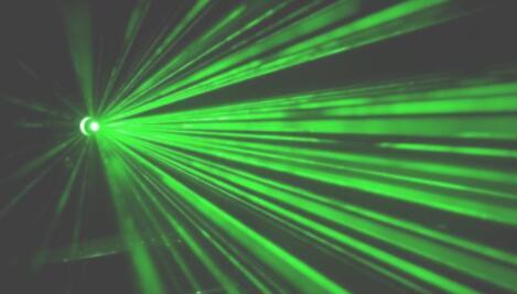 肉眼就能见到激光束!波恩大学开发了一种量子光学实验的超精密调整仪器