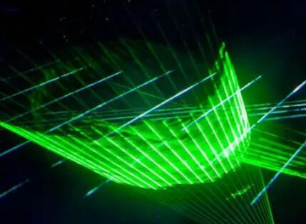真空中激光束实现可视化,可将原子传送到太空中任一位置