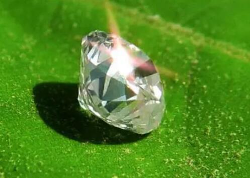 《【欧亿平台注册网址】膨大钻石做成传感器,放在珠宝店不好吗?》