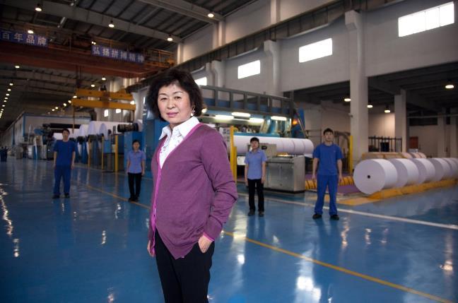 起底中国首位女首富张茵:收废纸起家做到全国最大,曾年赚70亿