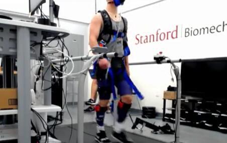 """外骨骼機器人""""教你""""走路,長時間培訓可加快患者康復速度"""