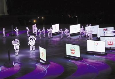 """北京八分钟:24台移动机器人""""冰屏""""惊艳全场"""