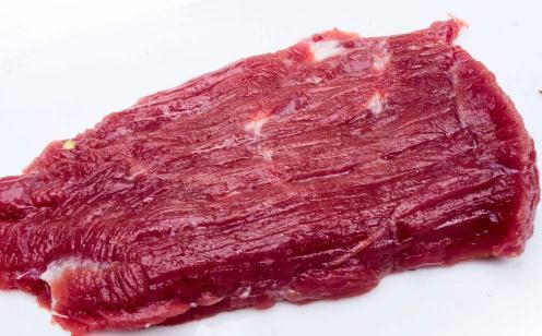 冷水浸泡2 h和沸水漂烫40 s对牛肉挥发性风味成分的影响研究