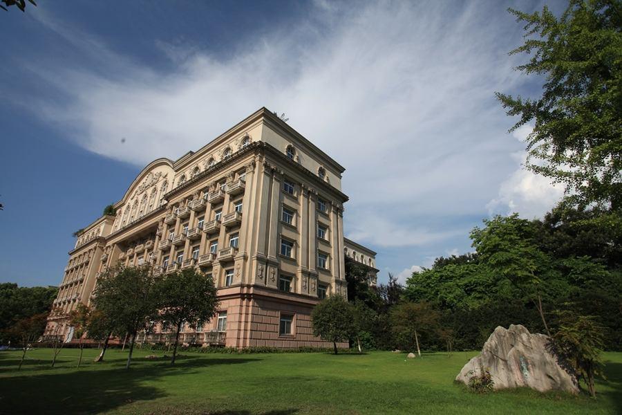 中国面积最大的大学西南大学9600余亩如同一座小城!
