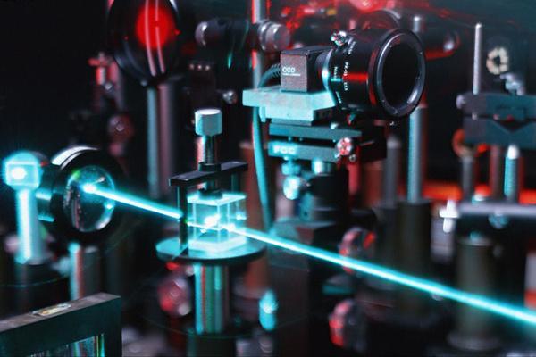 激光束是如何被研制出来的呢?