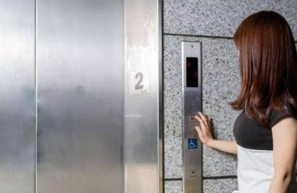 物联网智慧电梯如何自查故障