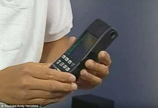 世界上第一款智能手机Pocket Crystal比苹果早13年,售价800美元太贵只卖出3000台