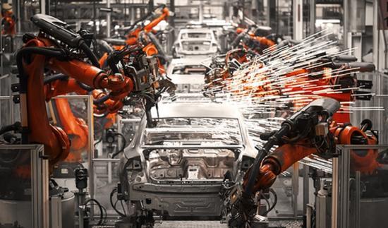 机器人手臂重新定义了全球各地的现代工厂