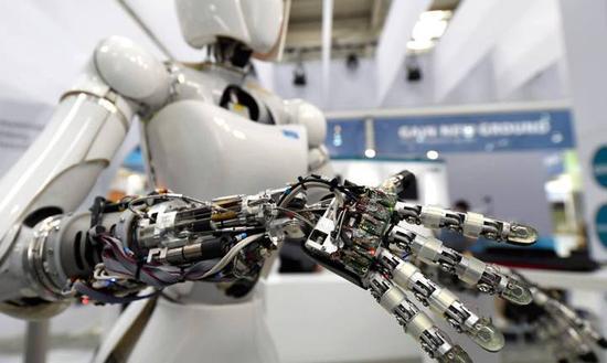 52%被调查者相信30年内机器人将接管大多数人类工作